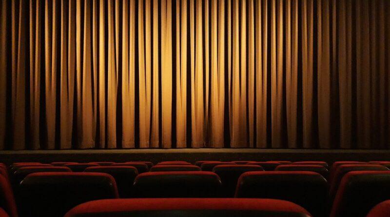 """La rabbia del mondo dello spettacolo: """"Neanche la guerra fermò i cinema"""""""