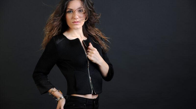 """Carola si racconta attraverso il brano """"Buco Nero"""""""