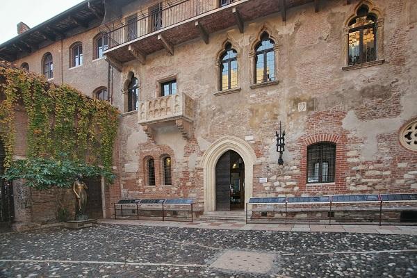La Giulietta di Pietro Roi entra nella Casa di Verona