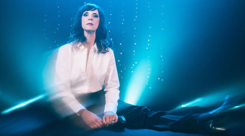 CRISTINA DONÀ annuncia le prime date del tour estivo che anticipa l'uscita del suo nuovo album