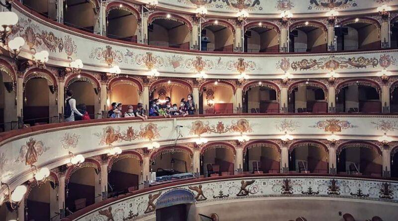FERRARA SALE SUL PODIO: 18 bambini dirigono una vera orchestra al Teatro Comunale di Ferrara